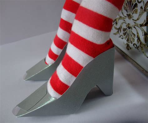Cardstock Shoes | Fun Family Crafts